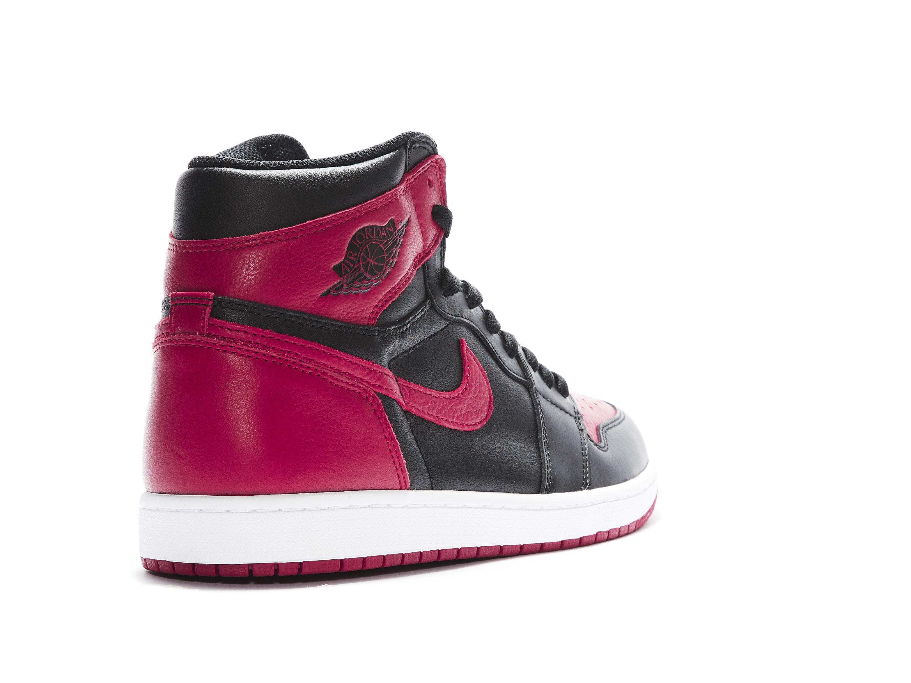 4b01e4e47 Shop Air Jordan 1 Retro High OG Banned Online | Laced